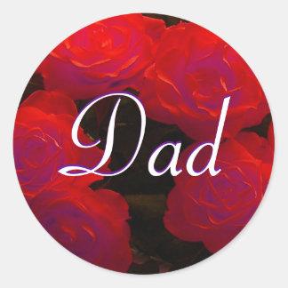 Etiqueta das rosas vermelhas do pai adesivos em formato redondos