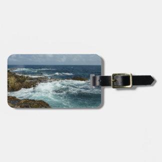 Etiqueta De Bagagem A costa rochosa e o oceano azul de Aruba