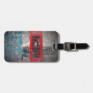 Etiqueta De Bagagem o passaporte carimba a cabine de telefone vermelha