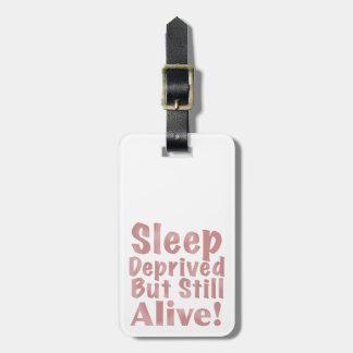 Etiqueta De Bagagem O sono destituído mas ainda vivo em empoeirado
