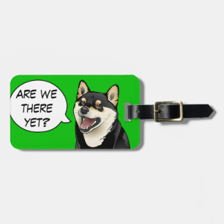 Etiqueta De Bagagem Tag customizável feliz do cão preto e tan de Shiba
