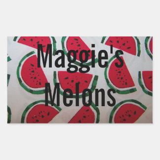 Etiqueta de colocação em latas vermelha e verde da