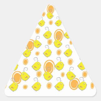 etiqueta do teste padrão do amarelo do pássaro de  adesivos em forma de triângulo