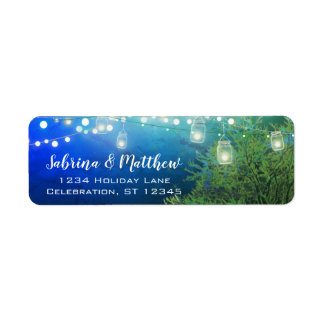 Etiqueta O frasco de pedreiro azul da floresta ilumina o