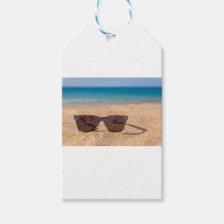 Etiqueta Para Presente Óculos de sol coloridos que encontram-se em