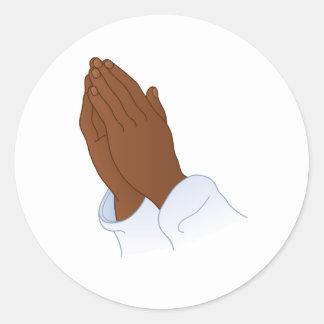 Etiqueta redonda da mão da oração