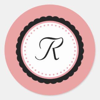 Etiqueta rosa pálido da inicial do monograma do adesivo