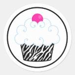 Etiquetas cor-de-rosa do cupcake da zebra adesivo redondo