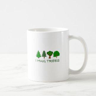 Eu abraço árvores caneca de café