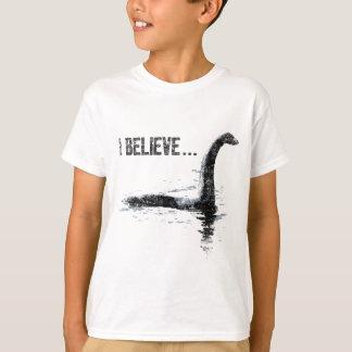 Eu acredito… o monstro de Loch Ness Camisetas