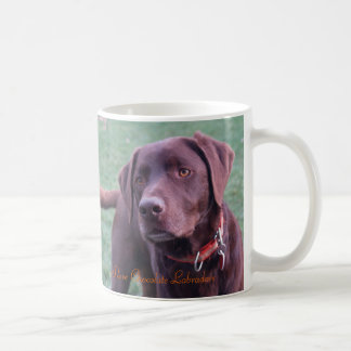 Eu amo a caneca de Labradors do chocolate