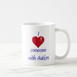 Eu amo alguém autismo de w caneca de café
