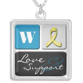 Eu amo & apoio minha colar do monograma do soldado