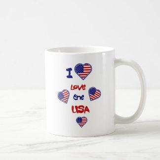 Eu amo as canecas das bandeiras do coração dos EUA