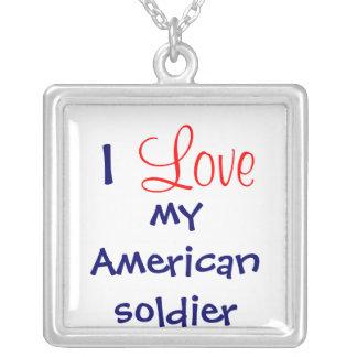 """""""Eu amo colar do meu soldado americano"""""""