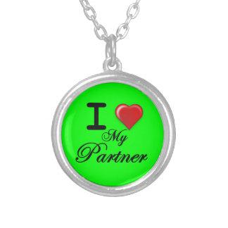 Eu amo meu fundo do verde do presente da colar do