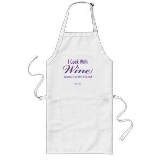 """""""Eu cozinho com o avental longo do vinho"""""""