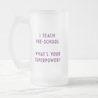 Eu ensino a pré-escolar o que é sua superpotência? caneca de vidro fosco