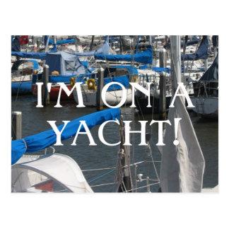 Eu estou em um porto dos iate dos barcos de vela cartão postal