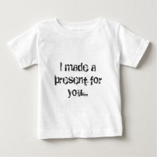 Eu fiz um presente para você… tshirts