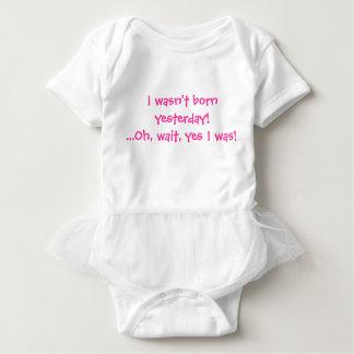 Eu não era nascido ontem! Oh, espera, sim eu era! T-shirts