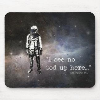 """""""Eu não ver nenhum deus acima aqui…"""", Yuri Gagarin Mouse Pad"""