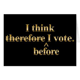 Eu penso antes que eu vote o ouro do libertário cartão comemorativo