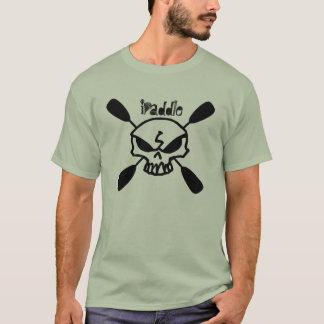 Eu remo o t-shirt do crânio do caiaque