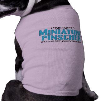 Eu salvei um Pinscher diminuto (o cão fêmea) Camisa Sem Mangas Para Cachorro