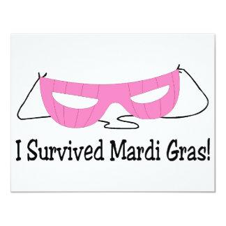 Eu sobrevivi à máscara do rosa do carnaval convites personalizado