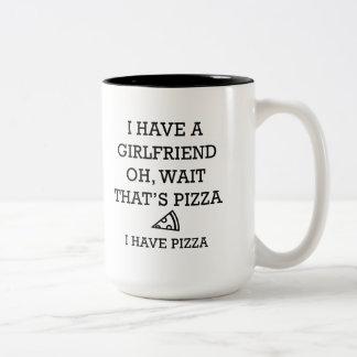 Eu tenho a pizza caneca de café em dois tons