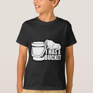 Eu tenho um balde tshirts