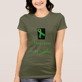 Eu visto o verde para minha camiseta do neto