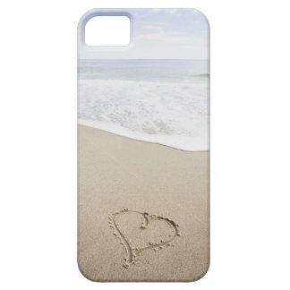 EUA, Massachusetts, corações tirados no Sandy Capa Barely There Para iPhone 5