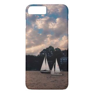 EUA, Massachusetts. Navigação do por do sol Capa iPhone 7 Plus