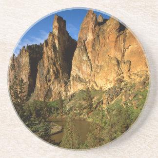 EUA, Oregon, penhascos do granito no estado da Porta Copo