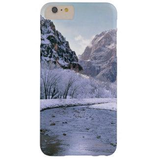 EUA, Utá, Zion NP. Cobrir de neve novos a garganta Capa Barely There Para iPhone 6 Plus
