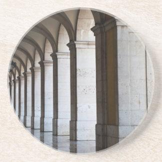 Europa, Portugal, Lisboa. Colunas da arcada Porta Copos De Arenito
