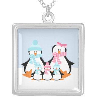 Família do pinguim colar banhado a prata