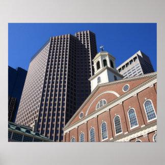 Faneuil histórico Salão contra Boston moderna Poster