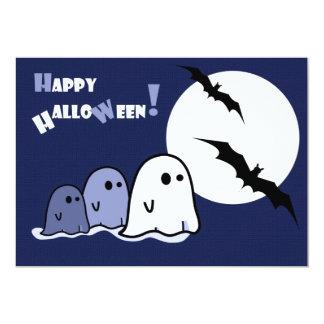 Fantasmas pequenos engraçados. Convite de festas