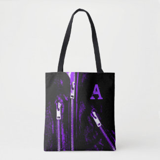 Fecha o monograma roxo do impressão por todo o bolsas tote