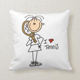 Fêmea eu amo o tênis travesseiro