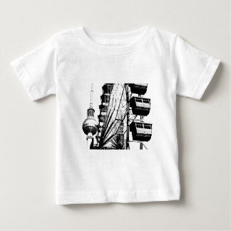 Ferris Wheel_01.01_G com a torre da tevê de T-shirts