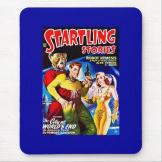 Ficção científica do vintage cómica a cidade na ex mouse pads