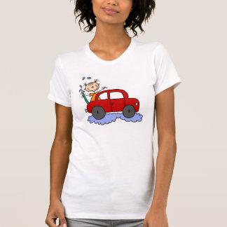 Figura t-shirt de lavagem da vara do carro da meni