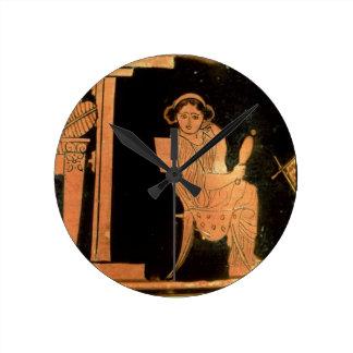 Figura vermelha estojo do sótão que descreve uma n relógios de paredes