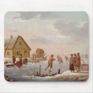 Figuras patinagem em uma paisagem do inverno mousepads