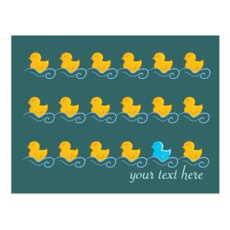 fileira do cartão bonito dos patos cartoes postais