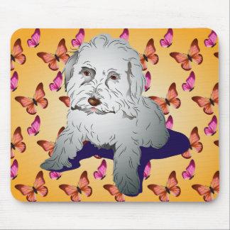 Filhote de cachorro bonito de Maltipoo na laranja  Mouse Pad